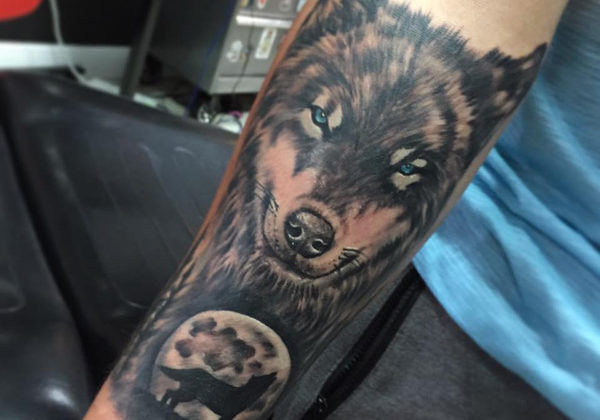 Realistic wolf tattoo in the arm done by Ozmony Ponce